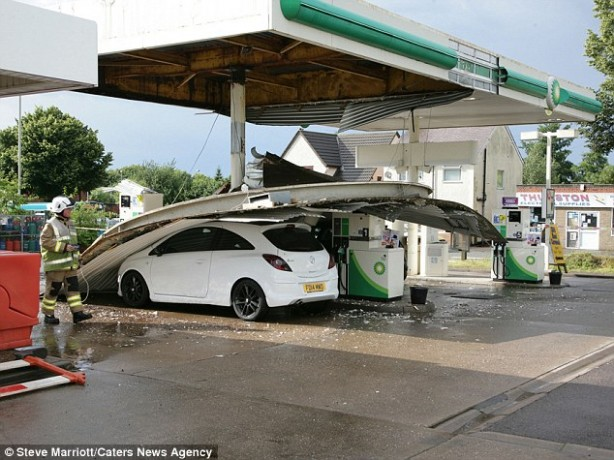 1517682995-lucky-escape-for-motorists-as-petrol-station-canopy-collapses-on-car-canopy-uk.jpg
