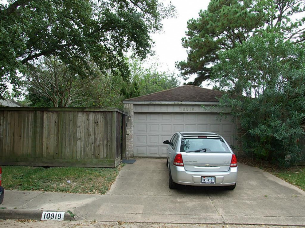 12 Berry Tree Drive, Houston TX 12 Carport Parking Houston