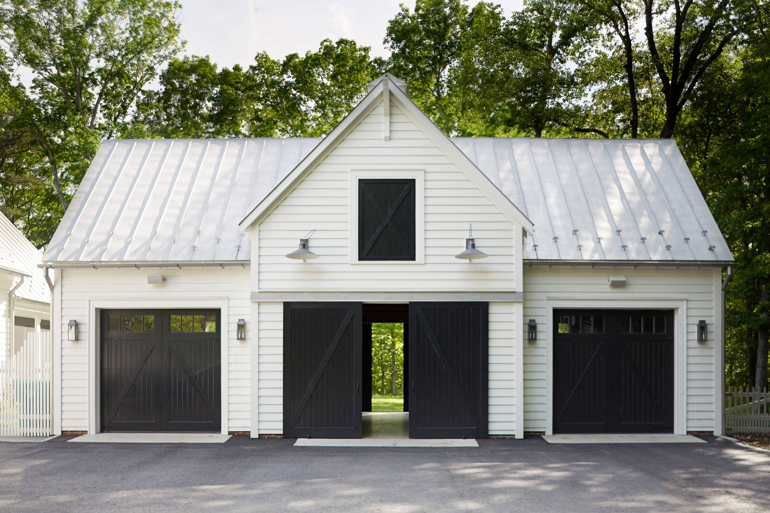 9 Beautiful Farmhouse Garage And Shed Pictures & Ideas | Houzz Carport Contemporary Quilts
