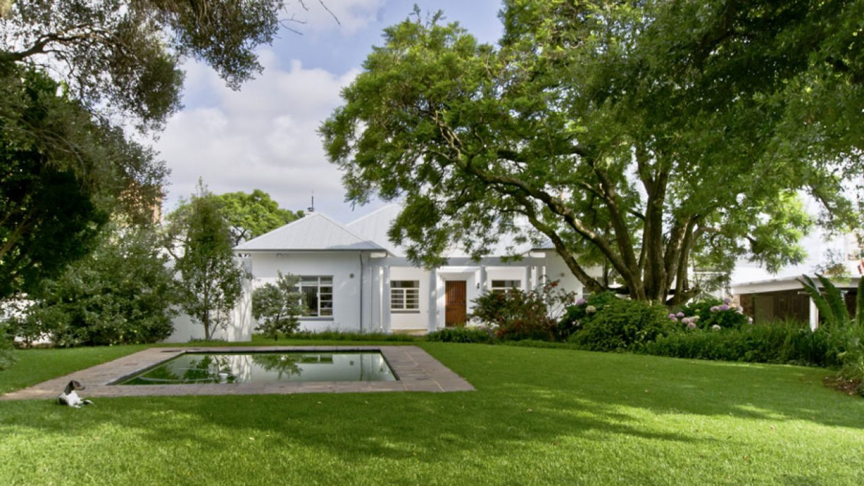 AN UPDATED HERITAGE HOME IN HOUGHTON | SA Garden And Home Carports Minimalist Yard