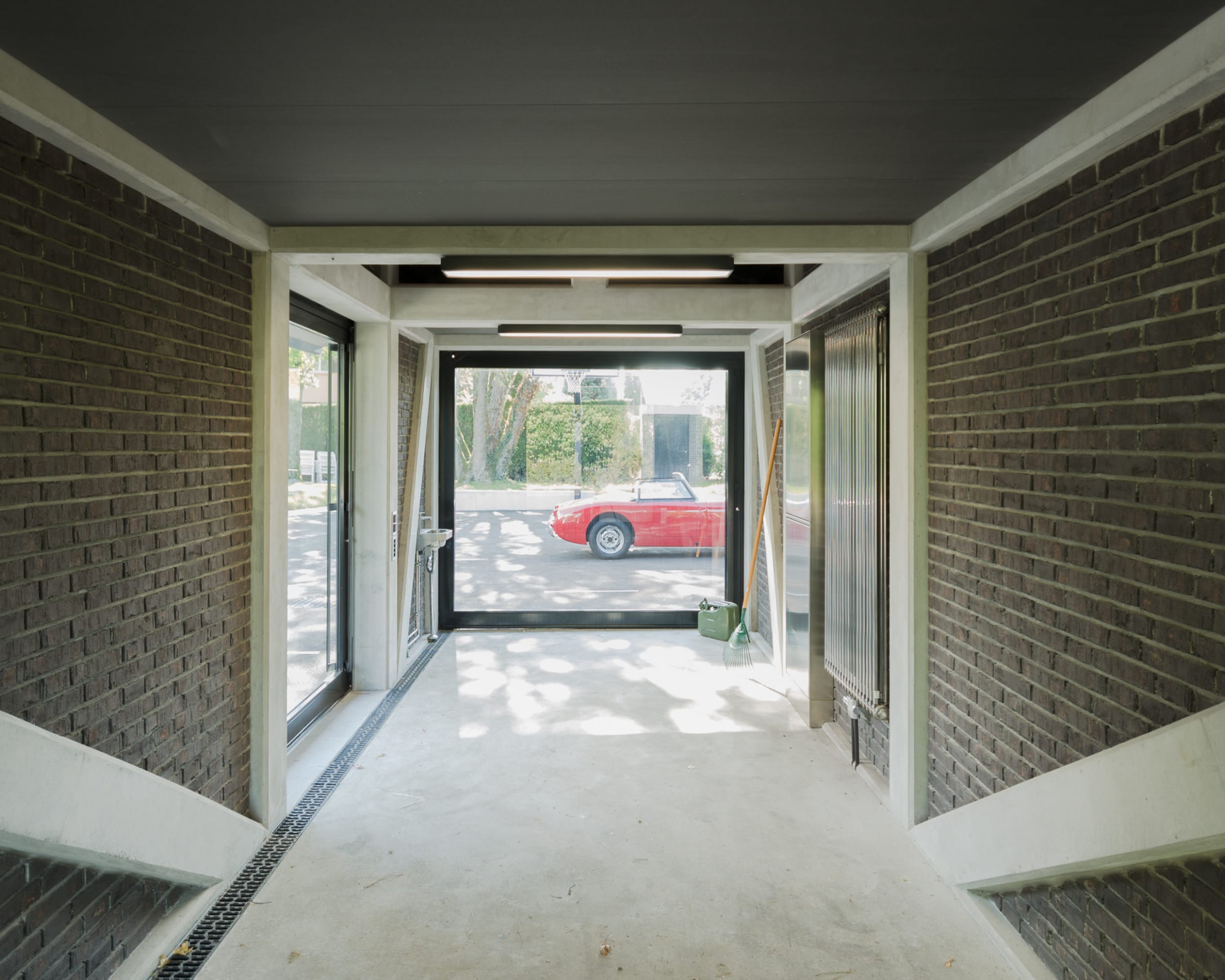 Atelier B7 Architects · Private Car Display With ..