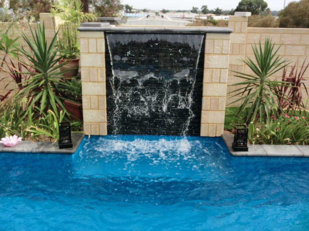 Backyard Pools & Landscapes Water Features Quinns ..