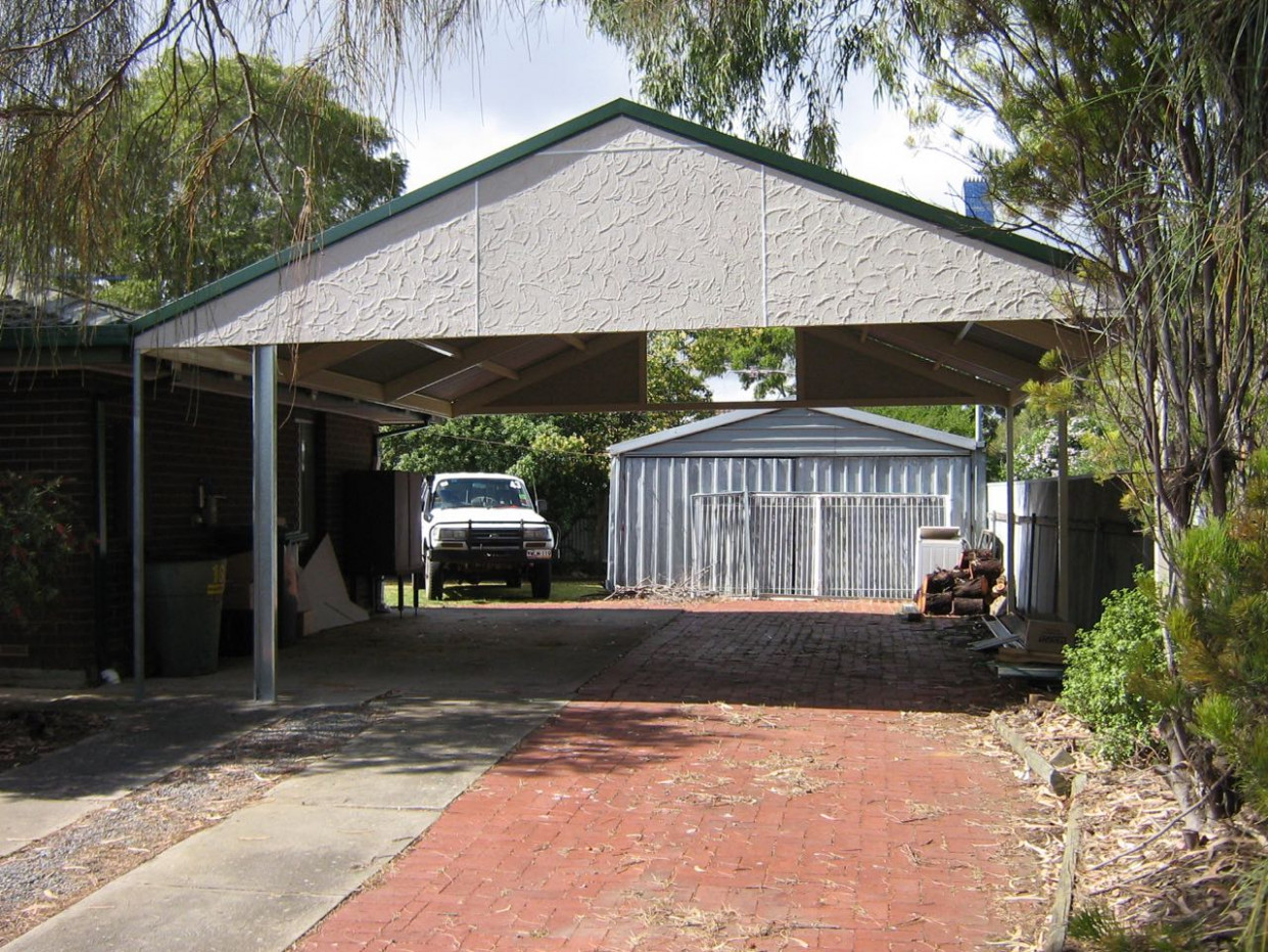 Gable roof carport, 25 degree pitch, Stucco gable ends ...