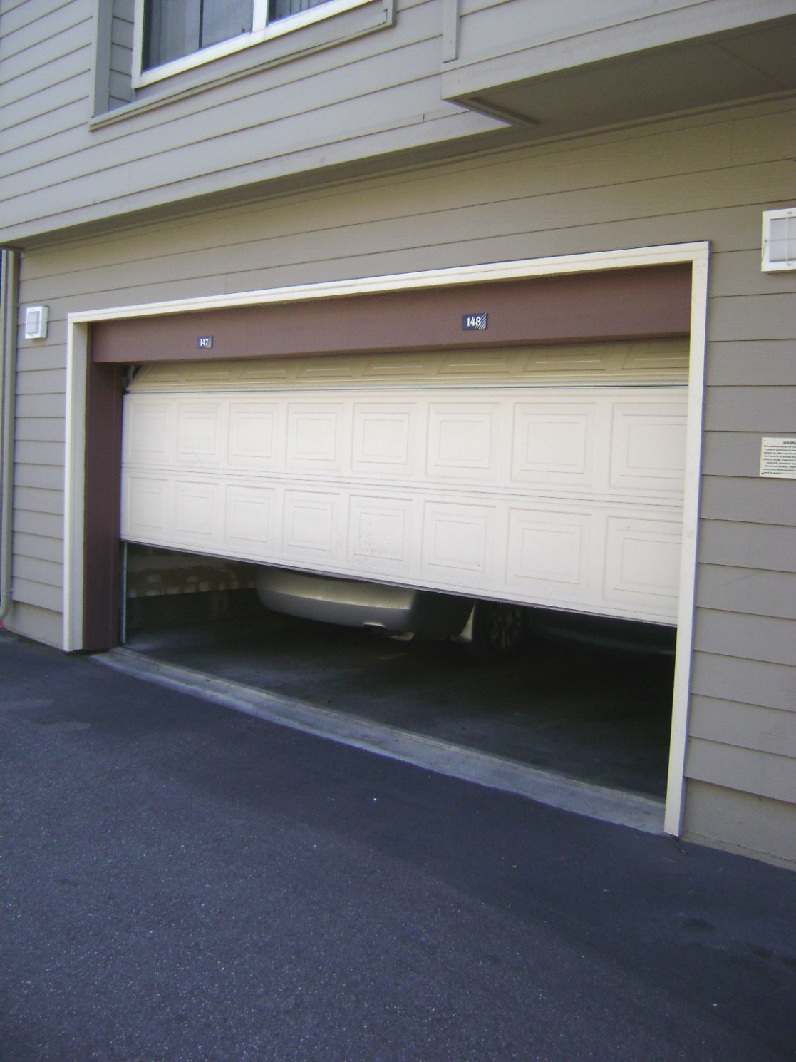 Garage door - Wikipedia