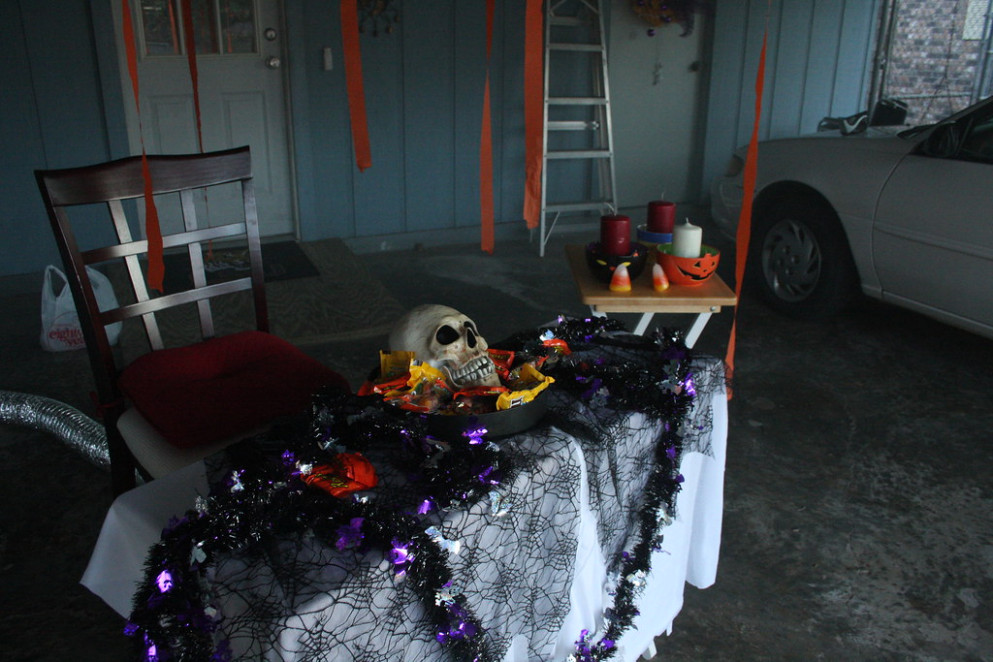 Halloween 2008 Decorating A Carport For A Party