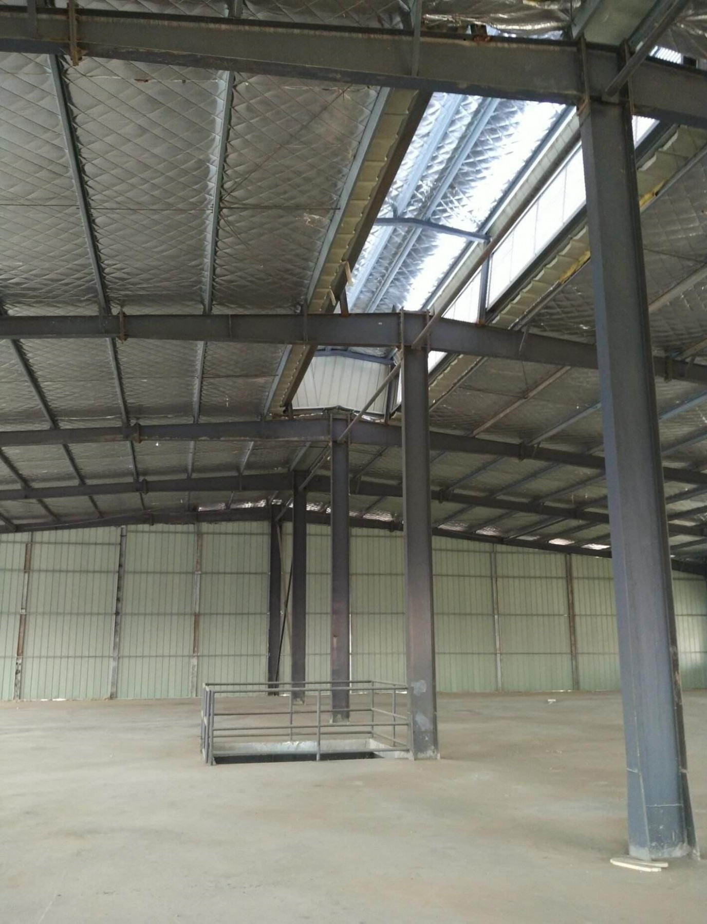 [Hot Item] Gable End Wall Prefabricated Engineered Steel Structure Frame Logistics Center / Carport / Garage Carport Garage Metal