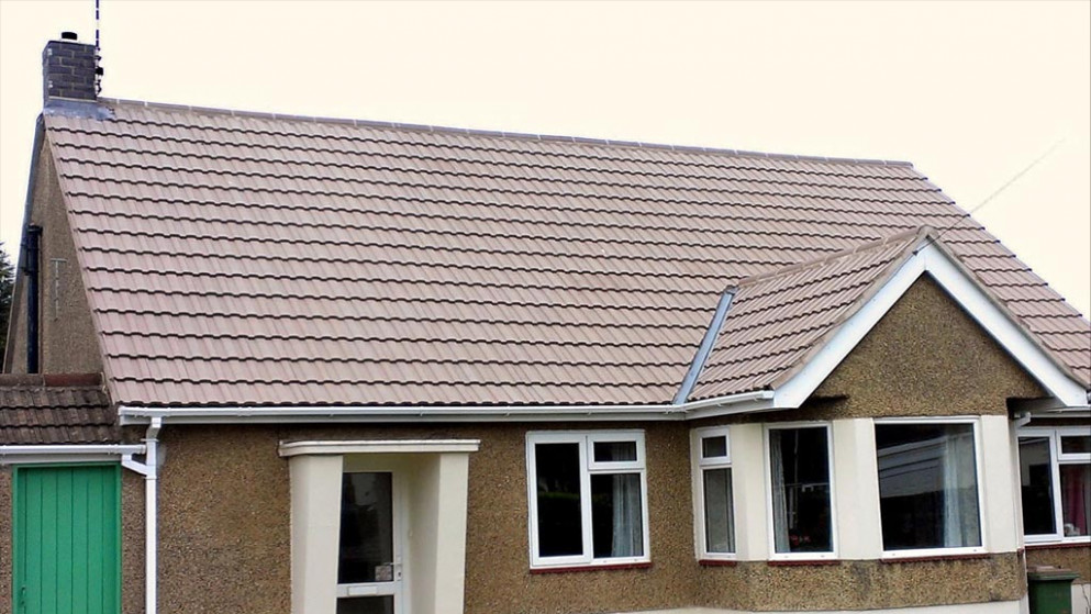 How To Tile A Roof With Concrete Tiles Do It The Easy Way Tiled Roof Carport Uk