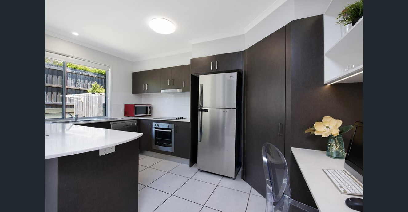 Modern FULLY FURNISHED 12 Bedroom Townhouse With Lock Up ..