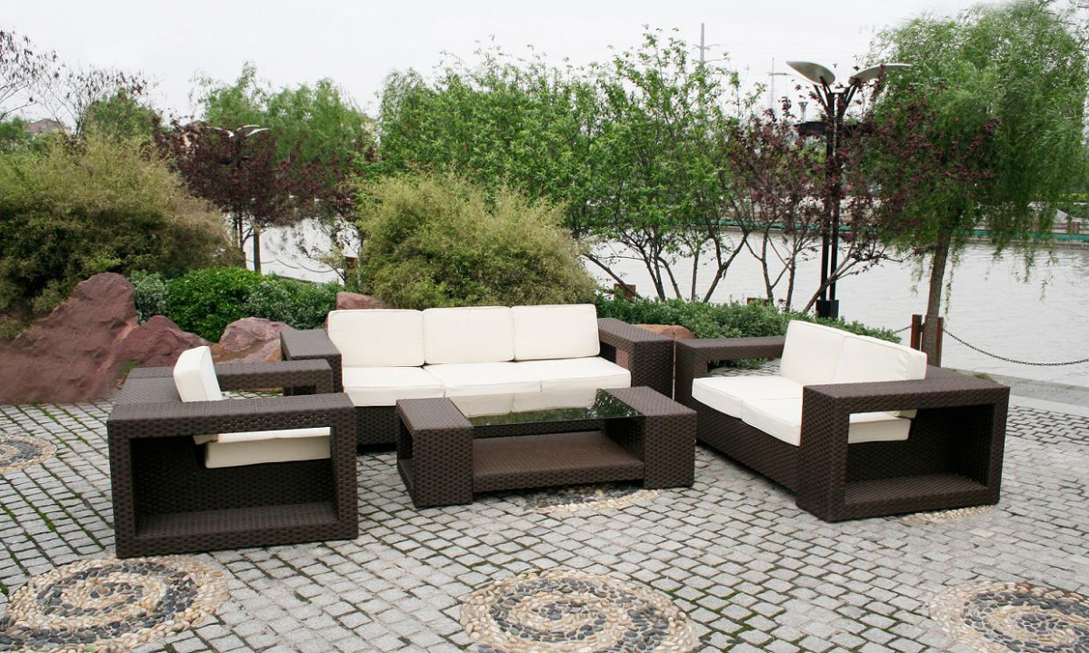 Modern Patio Furniture With Chic Treatment For Fancy House ..