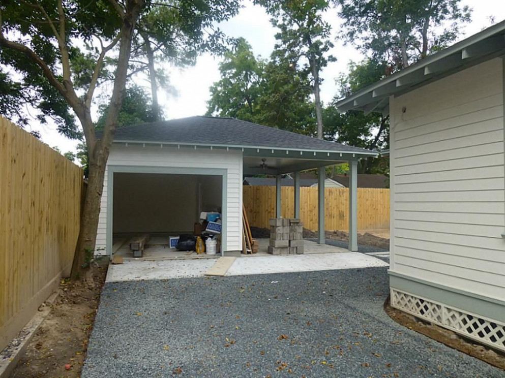 One Car Garage Option. This View Shows The One Car Garage ..