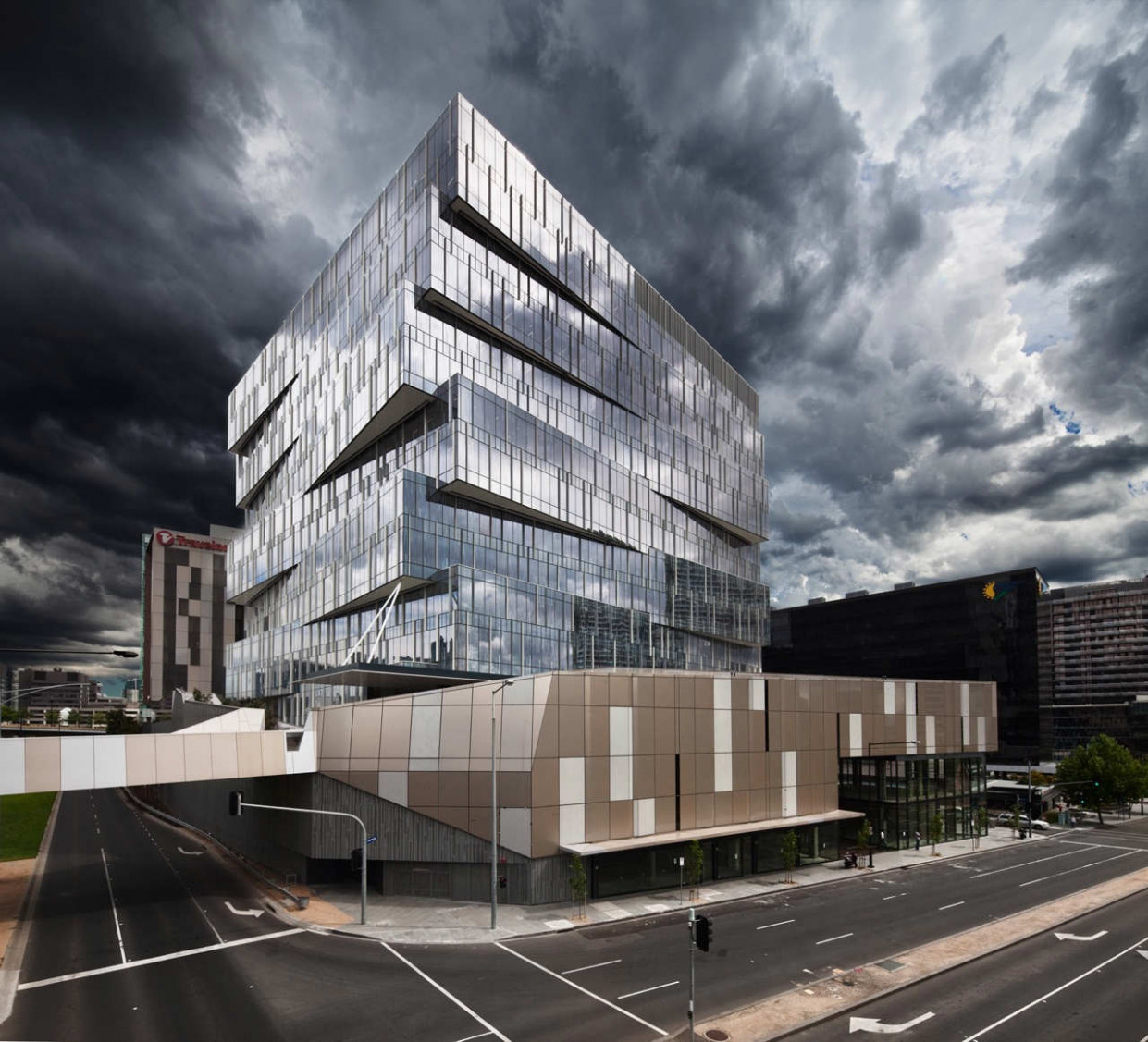 Seven17 Bourke Street / Metier3 Architects | ArchDaily Large Modern Carports