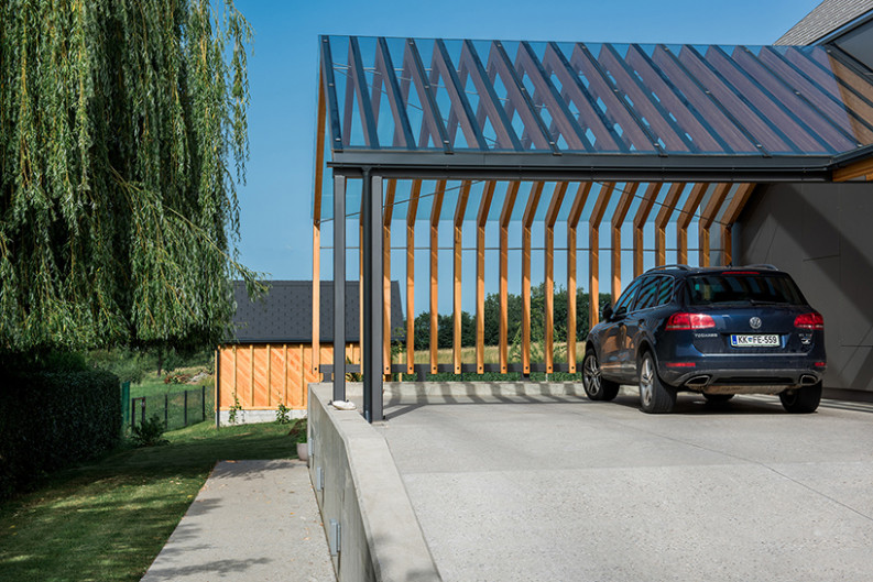 Sono Architects Connects Three Gable Volumes In Slovenia Carport Contemporary Xl